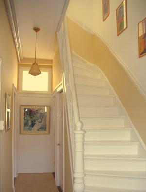 Entree trappenhuis slaapkamer kinderkamer werkkamer voorkleur - Gang decoratie met trap ...