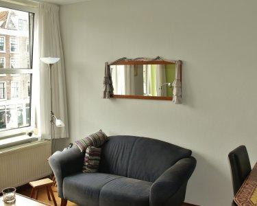 lichtgrijze wand in appartement