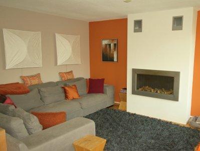 woonkamer met terra en licht taupe wanden